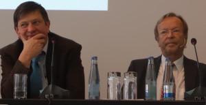 Mussten sich in der Ethik-Debatte zum Teil heftiger Kritik stellen: Prof. Peter Kunzmann (TiHo) und Prof. Thomas Blaha (TVT).