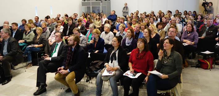 Begeistertes Publikum: Vor allem Amtstierärzte, Praktiker und Tierschützer kamen, um die Tierschutz-Ikone in Wiesbaden zu sehen.