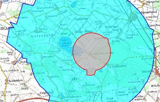 Sperrgebiet (rot) im 3-km-Radius und Beobachtungsgebiet (blau) im 10-km-Radius um den H5N8-Ausbruchsherd in Mecklenburg-Vorpommern