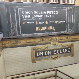 """""""Impfklinik"""" in zentraler Innenstadtlage – Standorte mit viel Publikumsverkehr sind für (US)-Investoren interessant. (Foto: ©WiSiTiA/hh)"""