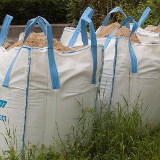 """Virus im Big Pack? In den auch Bigbag genannten """"Riesen-Einkaufstaschen"""" wird Futter (oder hier Sand) transportiert. (Foto: ©Alupus/wikipedia/cc-license)"""