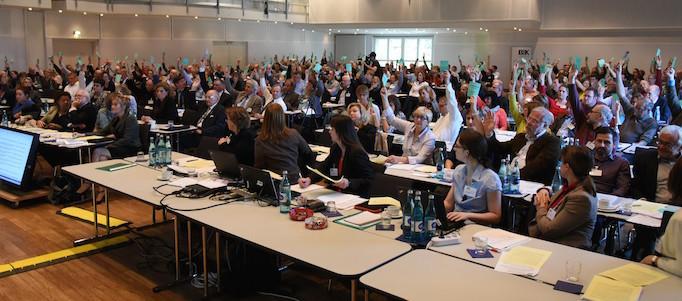Eindeutige Mehrheit für den neuen Ethik-Kodex der Tierärzteschaft (10 Gegenstimmen und 15 Enthaltungen). (Foto: © WiSiTiA/hh)
