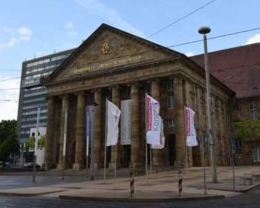 """2015 wehten zum letzten mal die Fahnen in Kassel – der """"Praktische Tierarzt-Kongress"""" wird eingestellt. (Foto: © WiSiTiA/hh)"""