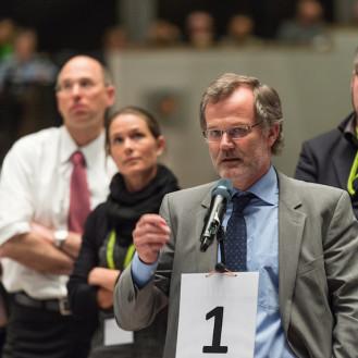 Schlange stehen für die Wortmeldung: Pro und Contra der Tierarztketten wurde in Bielefeld intensiv diskutiert. (Foto: ©bpt/Jan Rathke)