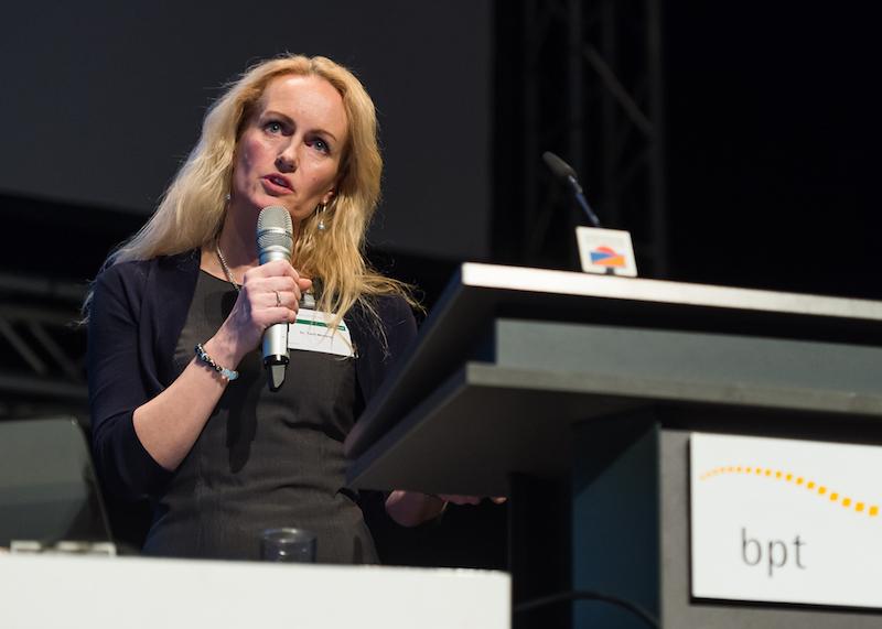 """""""Mony talks"""" – Torril Moseng, Präsidentin des Norwegischen Tierärzteverbandes (einer Art Gewerkschaft), berichtete über Probleme mit den Kettenstrukturen. (Foto: © bpt/Jan Rathke)"""