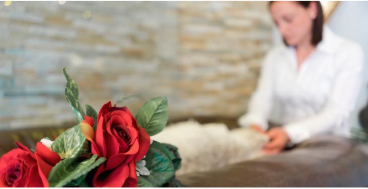 Abschied in Würde: Wer sein Tier selbst in die Krematorien vom Cremare bringt, kann sich in Ruhe von ihm verabschieden und es auf Wunsch bis zur Einführung in die Ofenanlage begleiten. (Foto: © cremare)