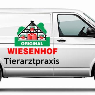 VW-Transporter mit Wiesenhof Tierarzt-Aufschrift