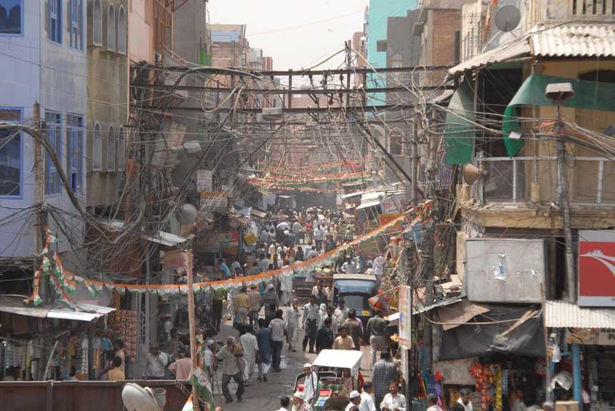 Auf dem Weg zum Hammelessen im muslimischen Teil von Delhi (Foto: © Henrik Hofmann
