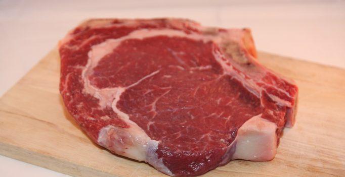 Aufreger: Strafsteuer auf Fleisch, weil es klimaschädlich ist. (Foto: ©cobanams/pixabay.de) Mehrwertsteuer