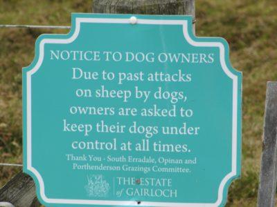 Hinweistafel für Hundebesitzer, Schottland